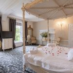 derbyshire-luxury-bedroom-four-poster-bed